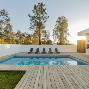 modern-house-with-swimming-pool-heating